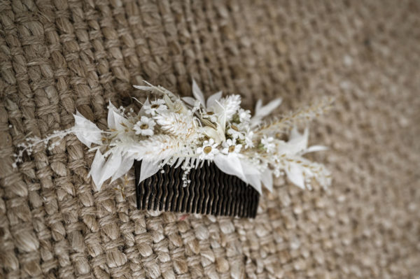 Haarschmuck aus Trockenblumen