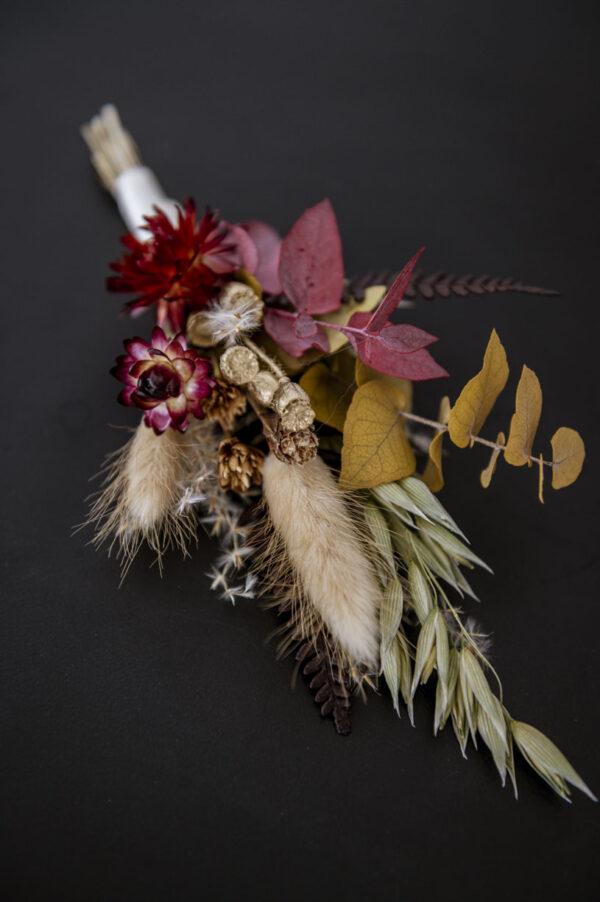 anstecker aus trockenblumen