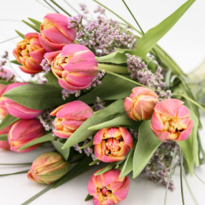 Blumensträuße und Dekorationen